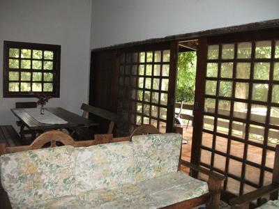 Chácara Para Residência Com Piscina, Quatro Quartos.