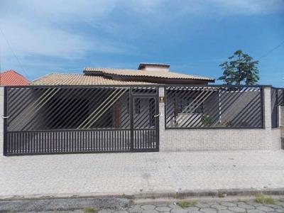 Excelente Casa Em Peruíbe Próximo De Toda Rede Comercial!