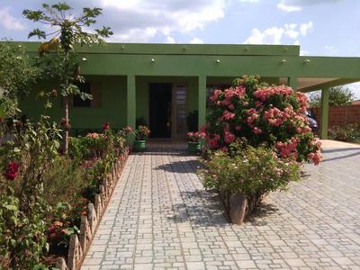 Casa Com 4 Dormitórios, 3 Banheiros (2 Suítes)
