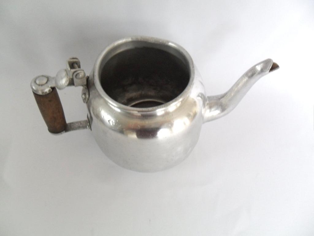 #594D44 Bule De Alumínio Com Cabo De Madeira Muito Antigo R$ 72 00 em  1326 Preço De Janelas De Aluminio Em Juiz De Fora