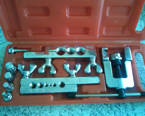 kit flangeador com alargador de tubos  e maleta.